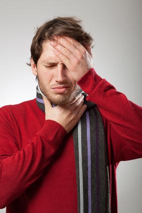 Me duele la cabeza y la garganta cuando trago