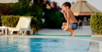 Otitis, piscinas y niños ¿qué hacer para evitar el dolor de oídos?